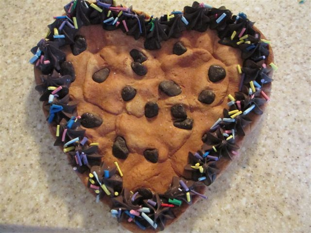Heart Cookie Cake w Sprinkled Border