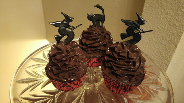 Spooky Chocolate Frosted Halloween Cupcakes